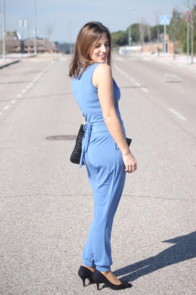 mono azul primavera verano 2015 look para ir a una comunión la reina del low cost total look style outfit botoncitos look para ir a la oficina con mono blogger madrid marypaz roberto verino bolsos (2)