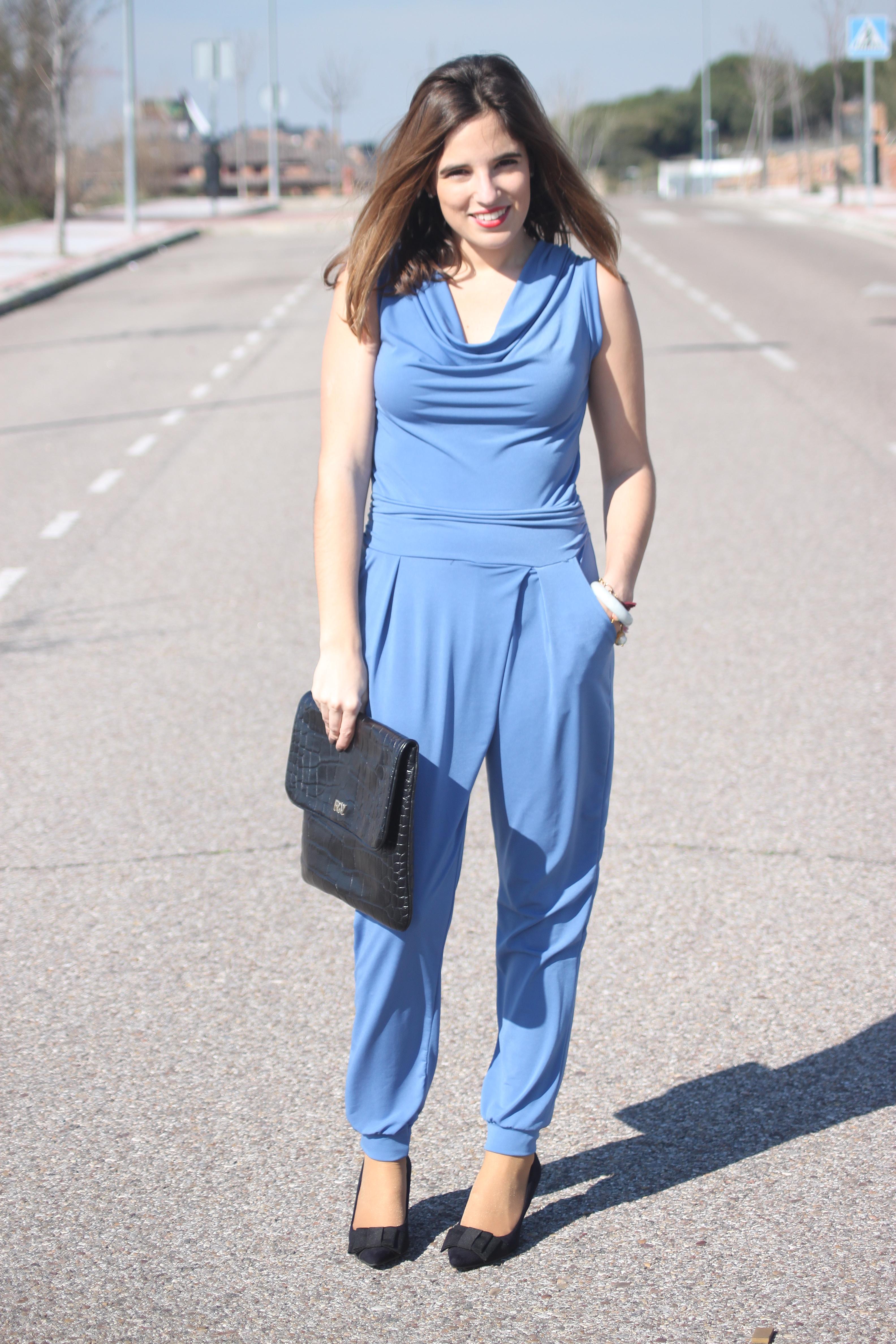 mirada detallada calidad superior diseño unico Vestidos de noche cortos: Look con mono azul: pensando en ...