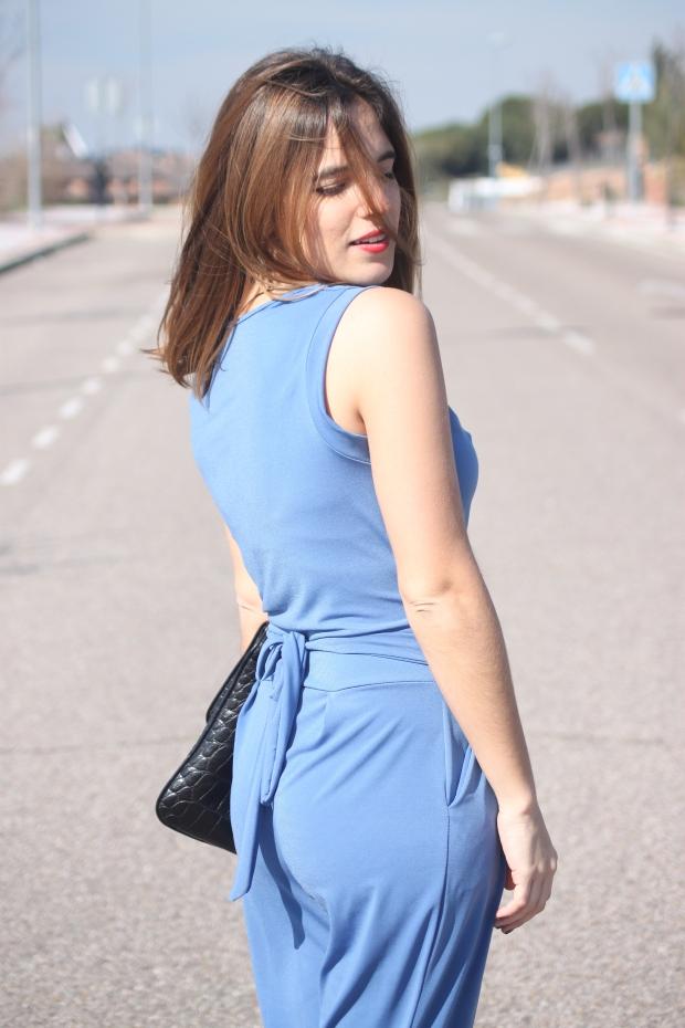 mono azul primavera verano 2015 look para ir a una comunión la reina del low cost total look style outfit botoncitos look para ir a la oficina con mono blogger madrid marypaz roberto verino bolsos (4)