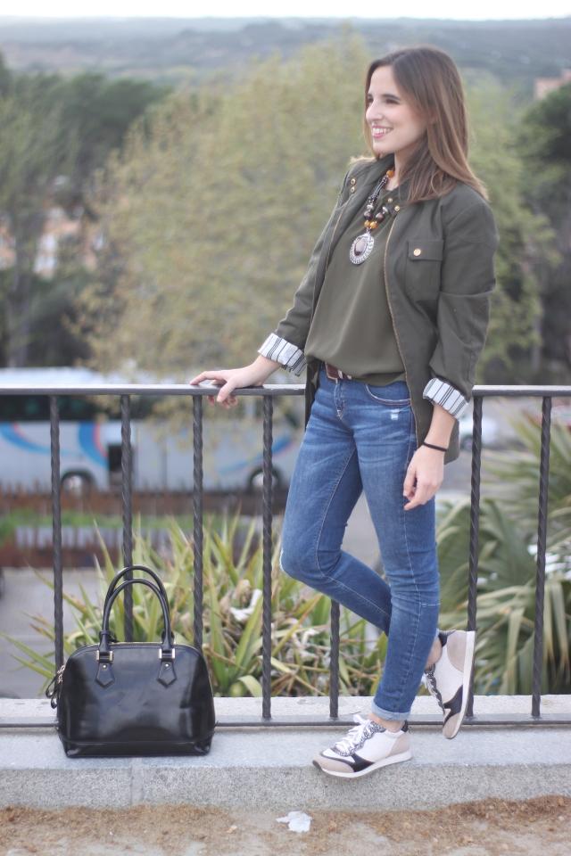 la reina del low cost vaqueros zara trafaluz zapatos drypp deportivas piel de serpiente mulaya blusas combinar verde oliva pilar pascual del riquelme blog de moda barata blogger madrid style outfit dia informal (2)