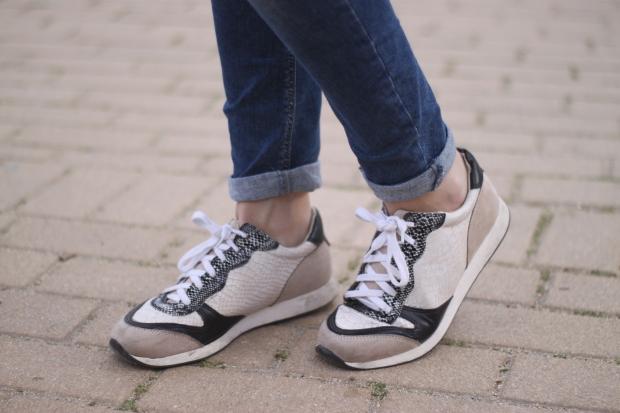 la reina del low cost vaqueros zara trafaluz zapatos drypp deportivas piel de serpiente mulaya blusas combinar verde oliva pilar pascual del riquelme blog de moda barata blogger madrid style outfit dia informal (4)