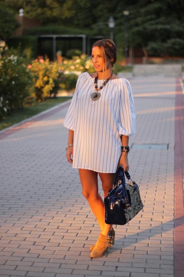 la reina del low cost vestido hombros descubiertos chollomoda tienda online pilar pascual del riquelme look septiembre 2015 botines pull and bear collar etnico blog de moda real (4)