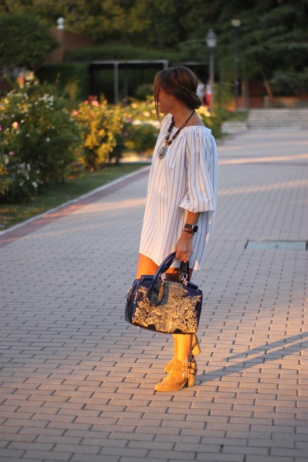 la reina del low cost vestido hombros descubiertos chollomoda tienda online pilar pascual del riquelme look septiembre 2015 botines pull and bear collar etnico blog de moda real