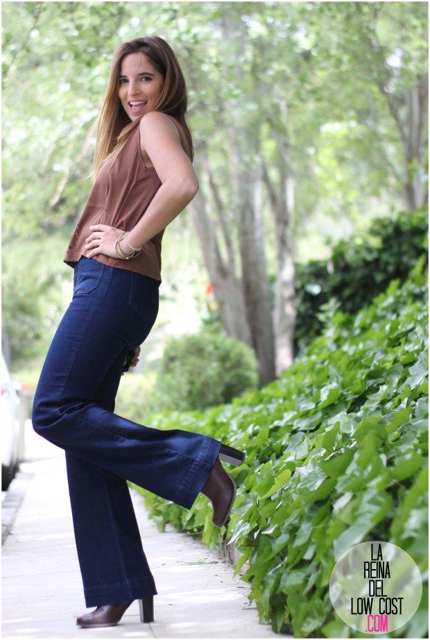 la reina del low cost blog de moda real pilar pascual del riquelme pantalones campana azul oscuro vaqueros venca.es opiniones blusa troquelada primavera verano 2016 botines primark bolso accessorize look oficina look fin de semana