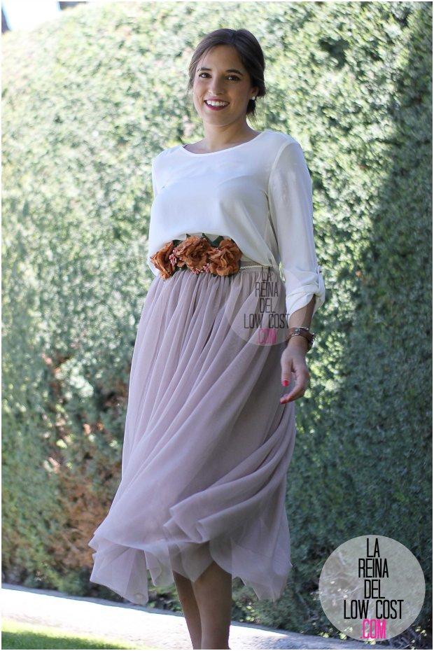 la reina del low cost falda de tul barata lourdes moreno pagina facebook tienda look boda bautizo comunion primavera verano 2016 cinturon flores blusa blanca recogido  (5)