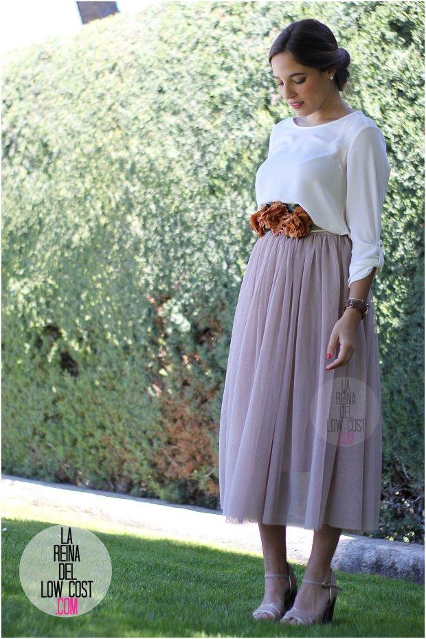 la reina del low cost falda de tul barata lourdes moreno pagina facebook tienda look boda bautizo comunion primavera verano 2016 cinturon flores blusa blanca recogido parfois
