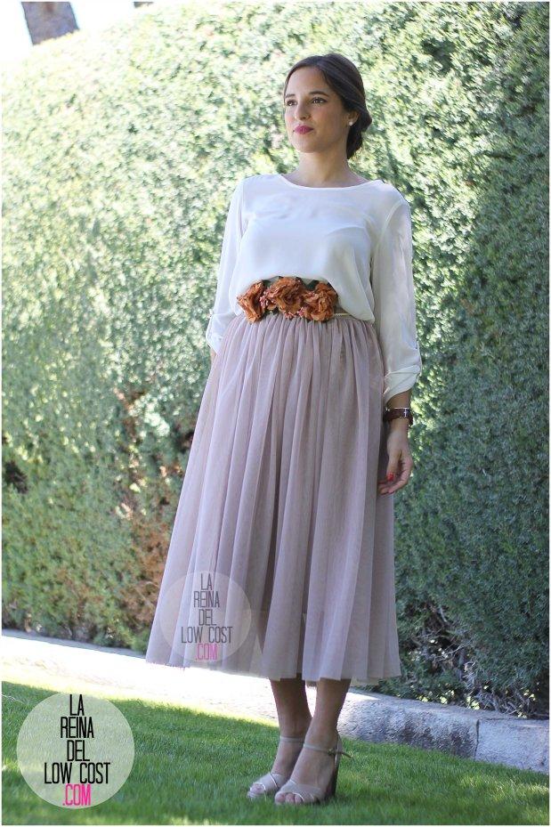 la reina del low cost falda de tul barata lourdes moreno pagina facebook tienda look boda bautizo comunion primavera verano 2016 cinturon flores blusa blanca recogido