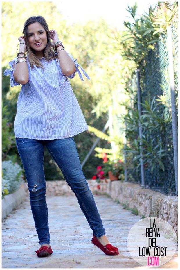 la reina del low cost look primavera verano 2016 prenda tendencia blusa hombros descubiertos lazos miryam m&l moda complementos rayas azul claro vaqueros zara trafaluc (3)