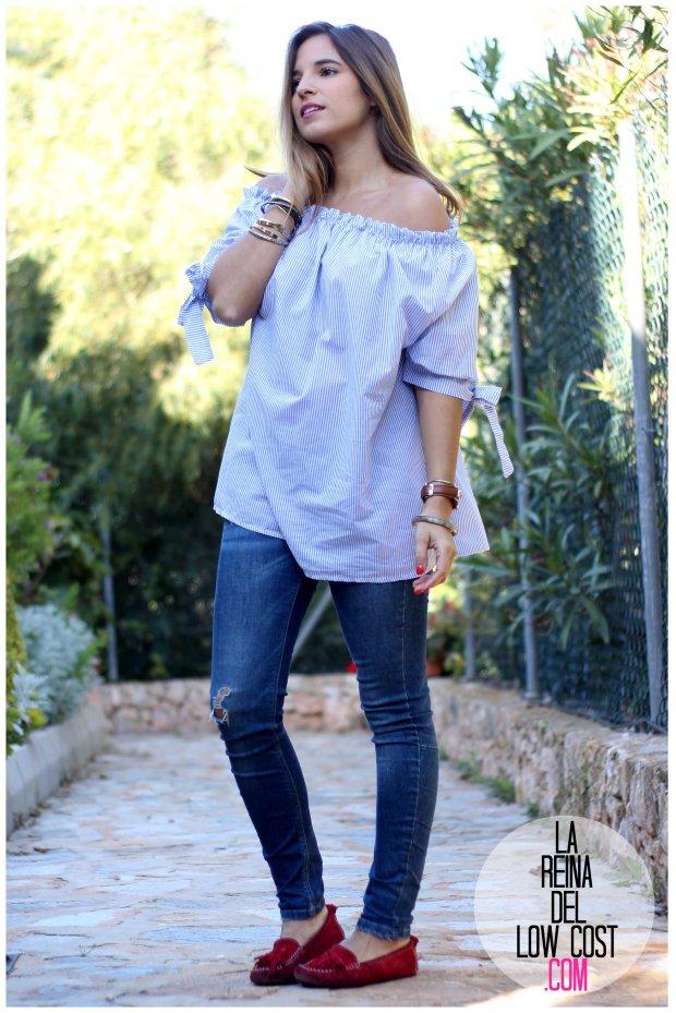 la reina del low cost look primavera verano 2016 prenda tendencia blusa hombros descubiertos lazos miryam m&l moda complementos rayas azul claro vaqueros zara trafaluc (4)