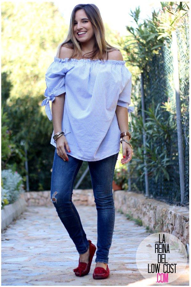 la reina del low cost look primavera verano 2016 prenda tendencia blusa hombros descubiertos lazos miryam m&l moda complementos rayas azul claro vaqueros zara trafaluc (5)
