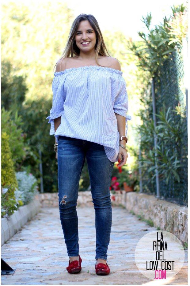 la reina del low cost look primavera verano 2016 prenda tendencia blusa hombros descubiertos lazos miryam m&l moda complementos rayas azul claro vaqueros zara trafaluc (7)