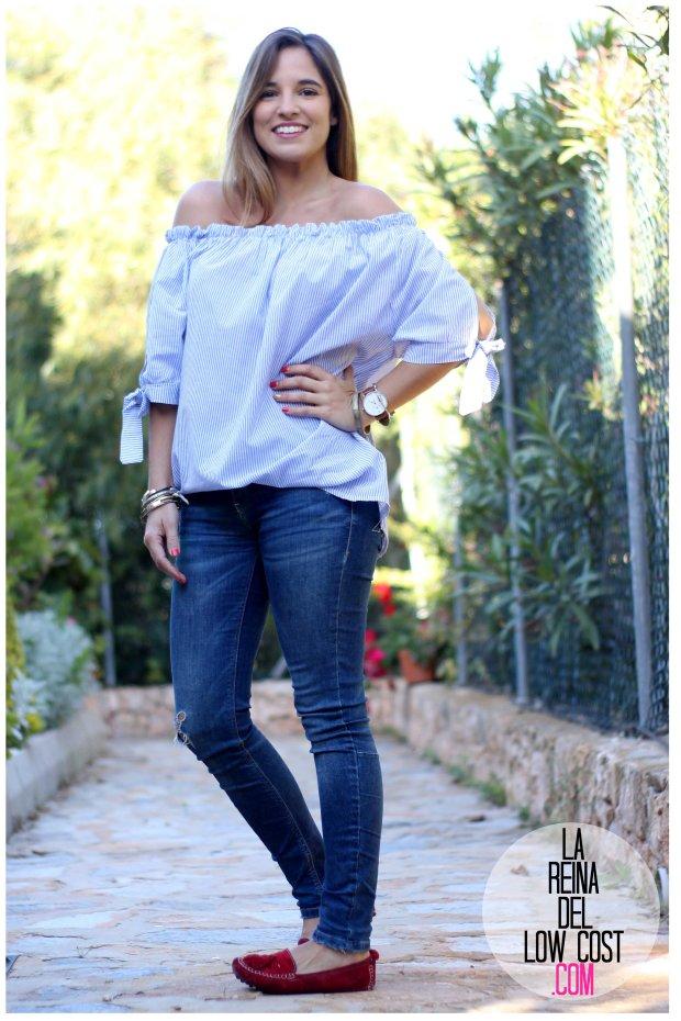 la reina del low cost look primavera verano 2016 prenda tendencia blusa hombros descubiertos lazos miryam m&l moda complementos rayas azul claro vaqueros zara trafaluc (8)