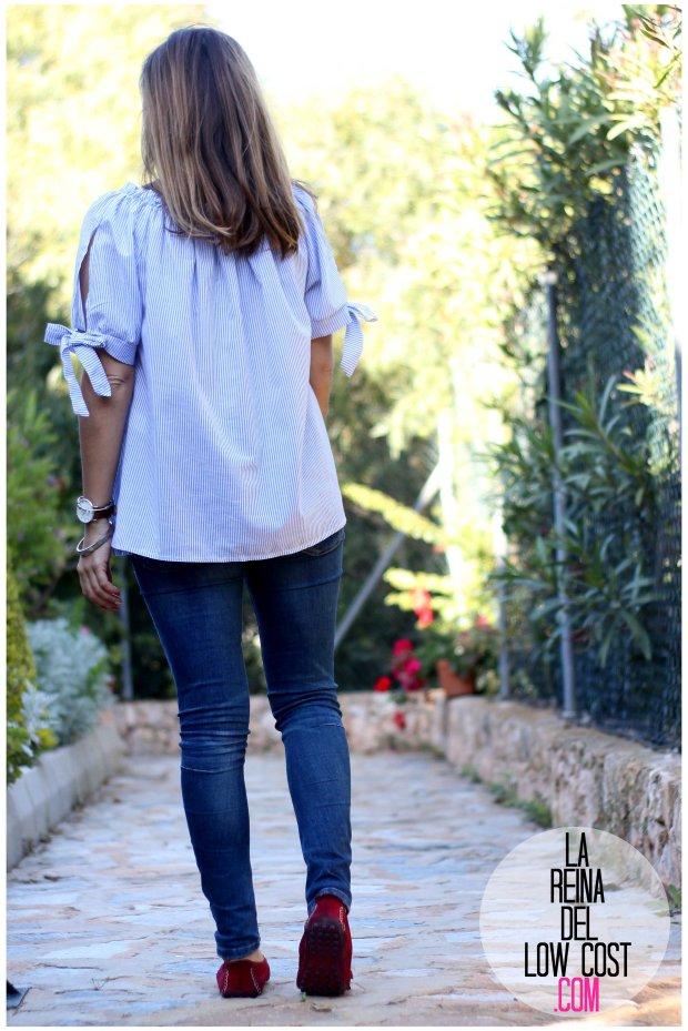 la reina del low cost look primavera verano 2016 prenda tendencia blusa hombros descubiertos lazos miryam m&l moda complementos rayas azul claro vaqueros zara trafaluc