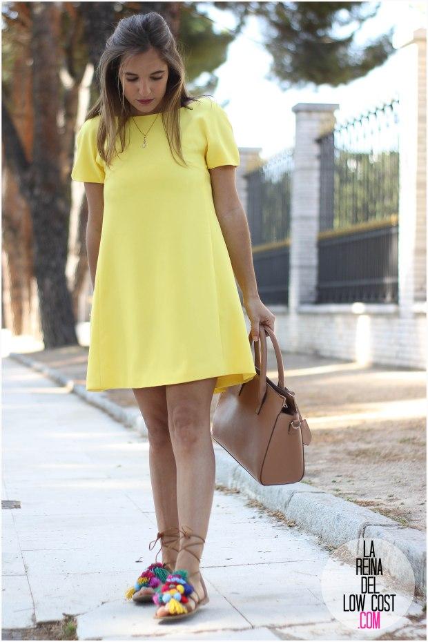 la reina del low cost blog blogger fashion pilar pascual del riquelme blogger madrid mexico mexican cancun españa vestido amarilla espalda al aire sandalias con madroños pompones fleco (12)primavera verano 2016 zara