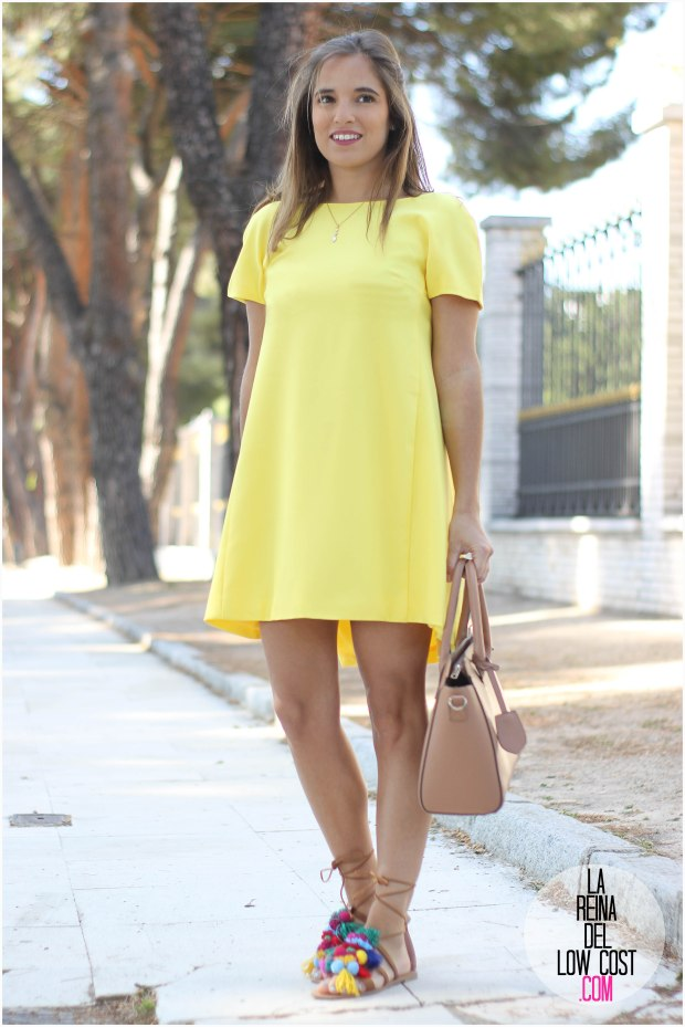 la reina del low cost blog blogger fashion pilar pascual del riquelme blogger madrid mexico mexican cancun españa vestido amarilla espalda al aire sandalias con madroños pompones fleco (14) primavera verano 2016 zara