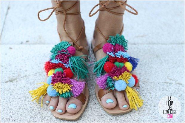 la reina del low cost blog blogger fashion pilar pascual del riquelme blogger madrid mexico mexican cancun españa vestido amarilla espalda al aire sandalias con madroños pompones flecos primavera verano 2016 zara