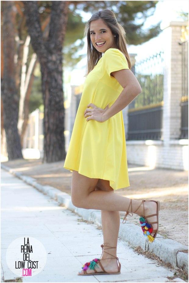 la reina del low cost blog blogger fashion pilar pascual del riquelme blogger madrid mexico mexican cancun españa vestido amarilla espalda al aire sandalias con madroños pompones fleco (3) primavera verano 2016 zara
