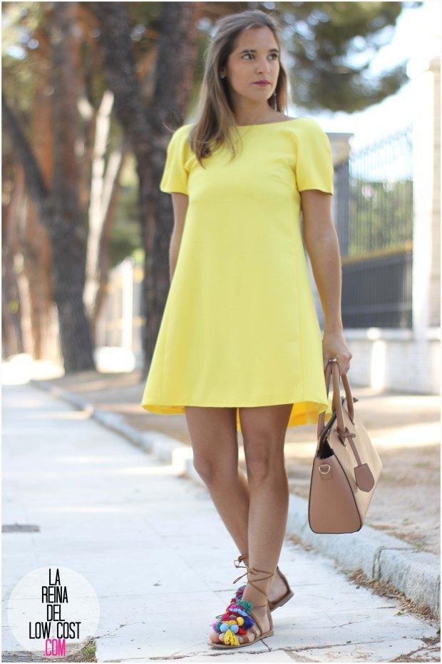 la reina del low cost blog blogger fashion pilar pascual del riquelme blogger madrid mexico mexican cancun españa vestido amarilla espalda al aire sandalias con madroños pompones fleco (8)primavera verano 2016 zara