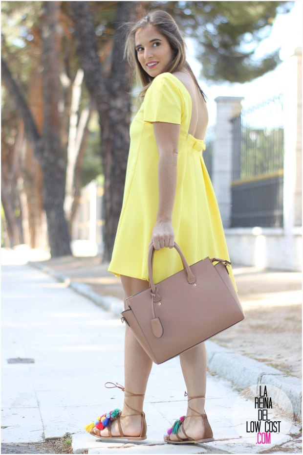 la reina del low cost blog blogger fashion pilar pascual del riquelme blogger madrid mexico mexican cancun españa vestido amarilla espalda al aire sandalias con madroños pompones fleco (10) primavera verano 2016 zara